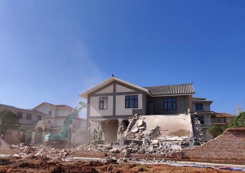房屋被强拆如何维权?要用靠谱的方法来