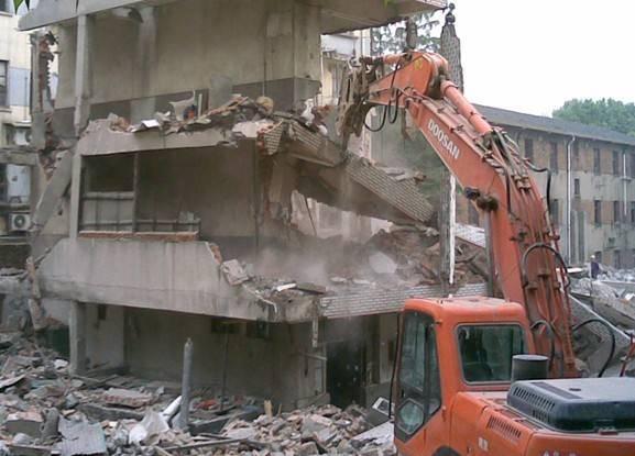 房子违建被拆怎么处理?确认好这些方面的问题