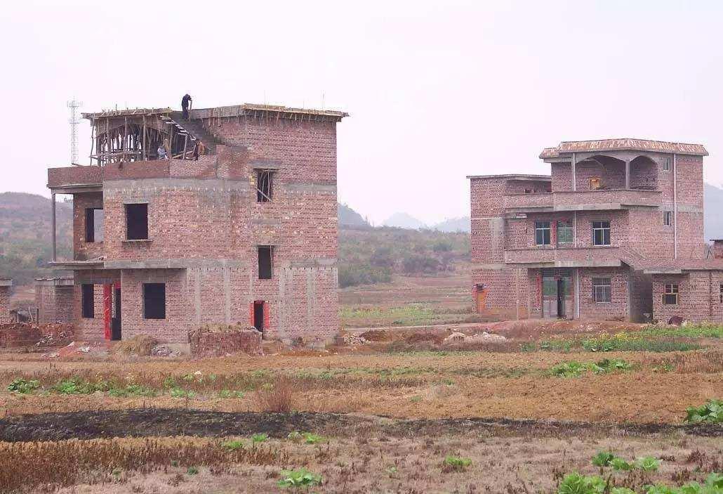 老房子拆了宅基地归谁?能在原来的宅基地建房吗