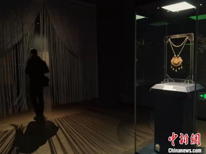山西展出战国至现代600余件民间传统银饰