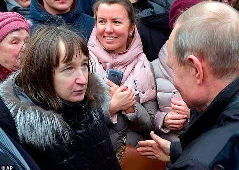 普京当街被问月薪:总统并不拥有最高的薪水