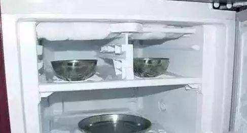 冰箱很厚的霜怎么办?以下方法快速除霜