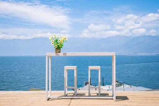 大理玻璃球白桌子在哪?最适合拍照的地方,必去打卡!